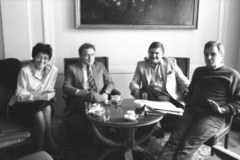 Obrady Okrągłego Stołu na archiwalnych zdjęciach