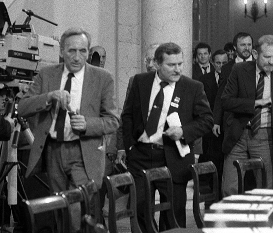 Obrady Okrągłego Stołu. Od lewej: Tadeusz Mazowiecki , Lech Wałęsa , Bronisław Geremek . / Zbigniew Matuszewski /PAP