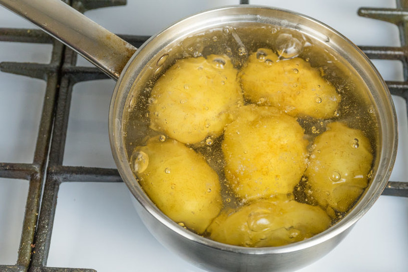 Obrane ziemniaki tracą wiele ze swoich prozdrowotnych właściwości /123RF/PICSEL