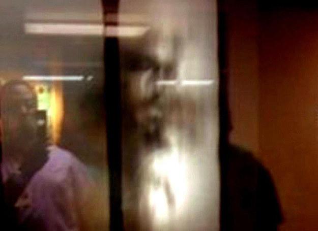 Obraz Jezusa na szybie okna w szpitalu w Orlando, USA /MWMedia