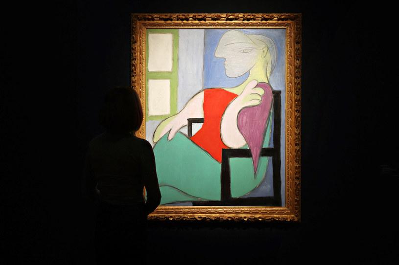 """Obraz Pabla Picassa """"Kobieta siedząca przy oknie"""" /Cindy Ord/Getty Images /AFP"""