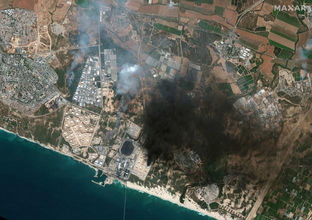 Obraz satelitarny – płonący zbiornik w południowym Izraelu /MAXAR TECHNOLOGIES HANDOUT /PAP/EPA