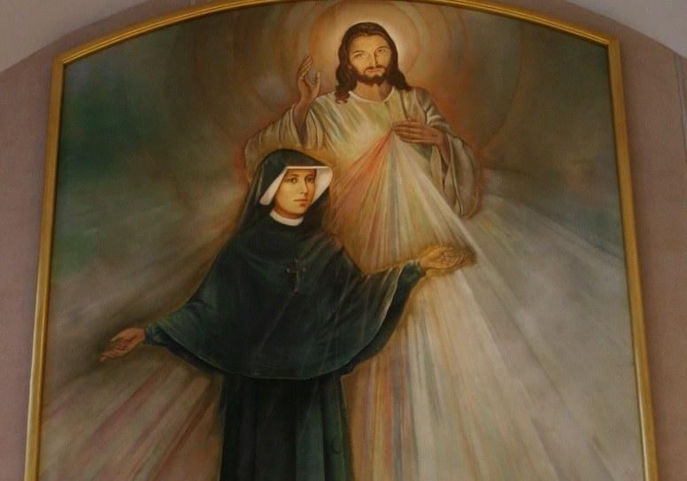 Obraz św. Faustyny, który wisi w Domu Zgromadzenia Sióstr Matki Bożej Milosierdzia /Tomasz Barański /Reporter