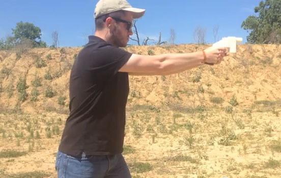Obraz z filmu zamieszczonego w serwisie YouTube: Wystrzelenie pocisku z Liberatora. Teksas, USA / Defense Distributed /INTERIA.PL