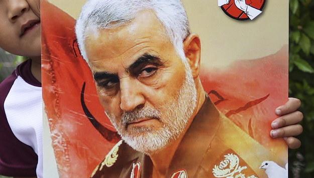 Obraz z wizerunkiem Kasema Sulejmaniego / FAZRY ISMAIL    /PAP/EPA