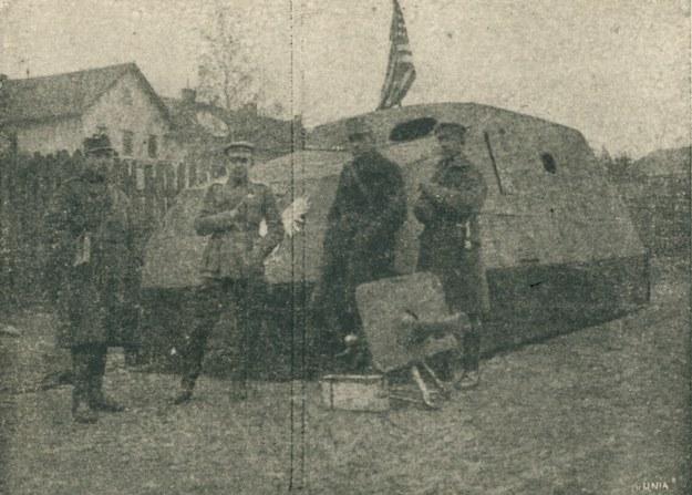 Obrona Lwowa w listopadzie 1918 roku. Na zdjęciu pierwsze polskie auto pancerne /Polona /Biblioteka Narodowa
