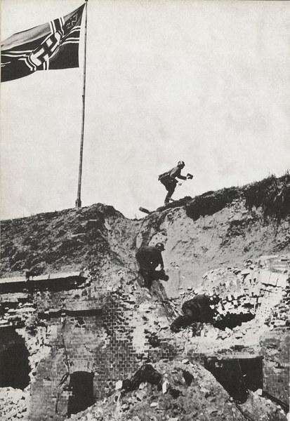 Niemiecka flaga na Westerplatte