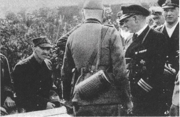 W rogatywce kapitan Franciszek Dąbrowski - faktyczny dowódca obrony Westerplatte. Zdjecie po kapitulacji