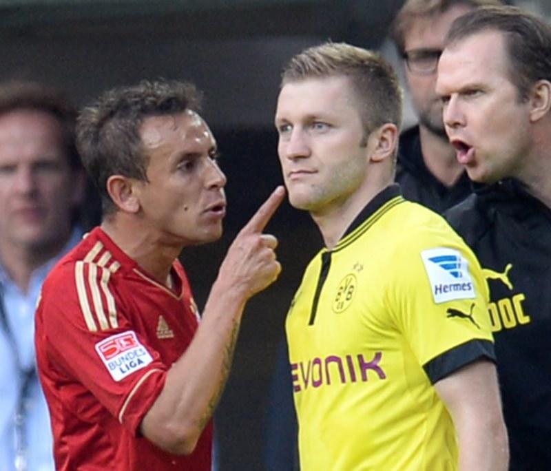 Obrońca Bayernu Rafinha (z lewej) w towarzystwie Jakuba Błaszczykowskiego /AFP
