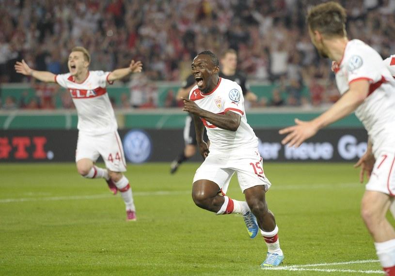 Obrońca VfB Stuttgart Arthur Boka cieszy się ze zdobycia gola w półfinale Pucharu Niemiec /AFP