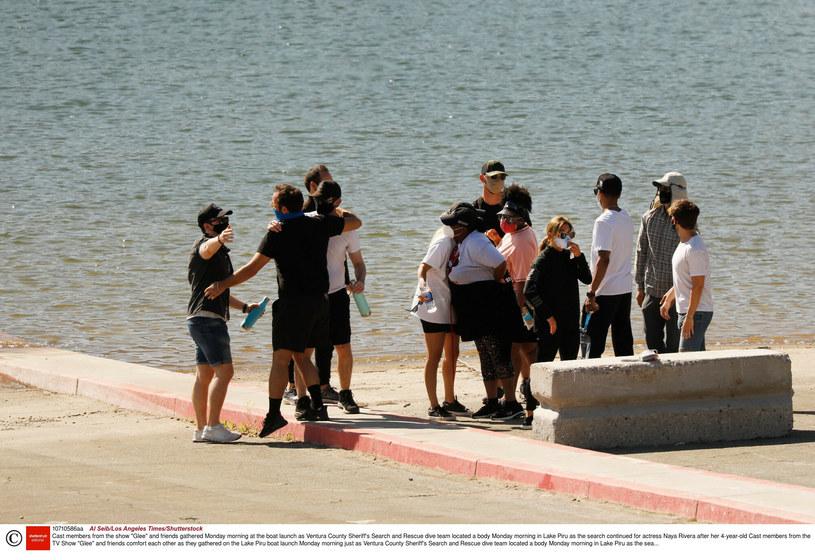 """Obsada """"Glee"""" nad jeziorem, w który zginęła Rivera. /Rex Features/EAST NEWS /East News"""