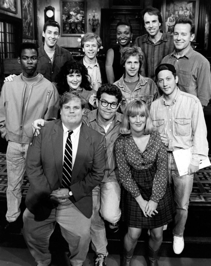 "Obsada ""Saturday Night Live"". Wśród zebranych Chris Farley, Chris Rock, Adam Sandler i David Spade. /Everett Collection /Getty Images"