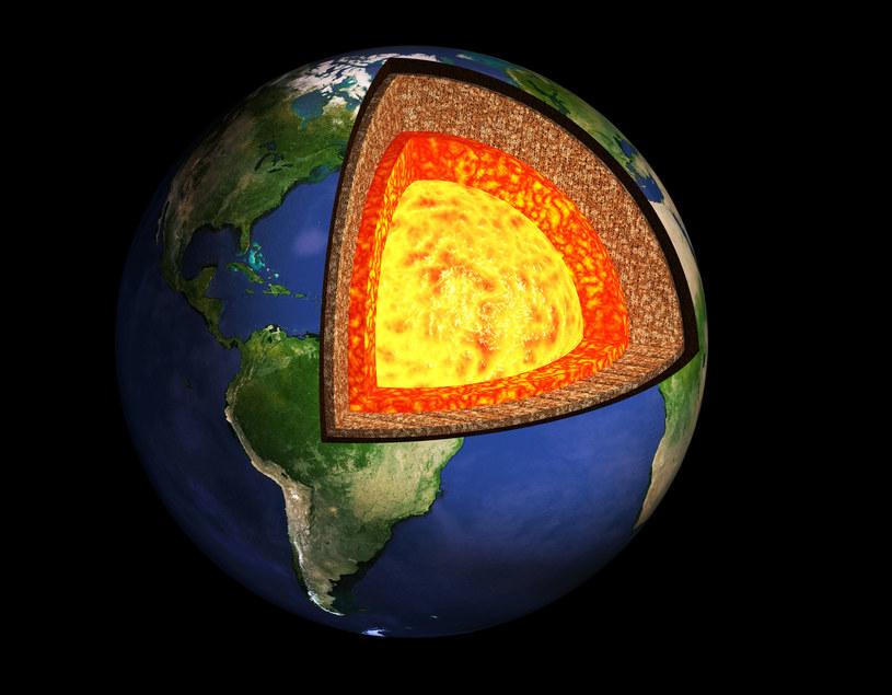 Obserwacje neutrin mogą służyć, do takich celów, jak określanie składu skorupy ziemskiej, czy wnętrza Ziemi /123RF/PICSEL