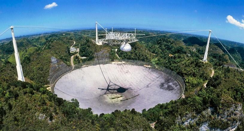 """Obserwatorium Arecibo jest kojarzone z finałem filmu """"Goldeneye"""", pierwszego Jamesa Bonda z Piercem Brosmanem /materiały prasowe"""