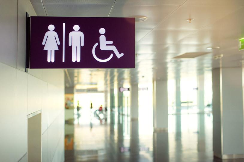 Obsługi toalety dzieci powinny uczyć się na etapie przedszkolnym /123RF/PICSEL