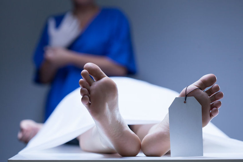 Obudził się w kostnicy - jak to możliwe? /123RF/PICSEL