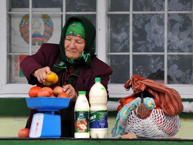 Obywatele Białorusi są zaniepokojeni zwlekaniem przez rząd z realizacją porozumienia o małym ruchu /AFP