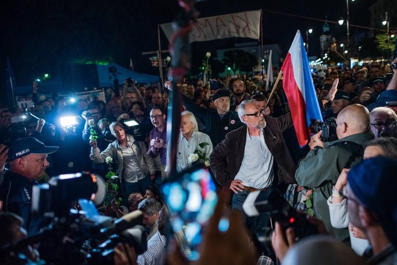 Obywatele RP na kontrmiesięcznicy /Stanislaw Kusiak /East News