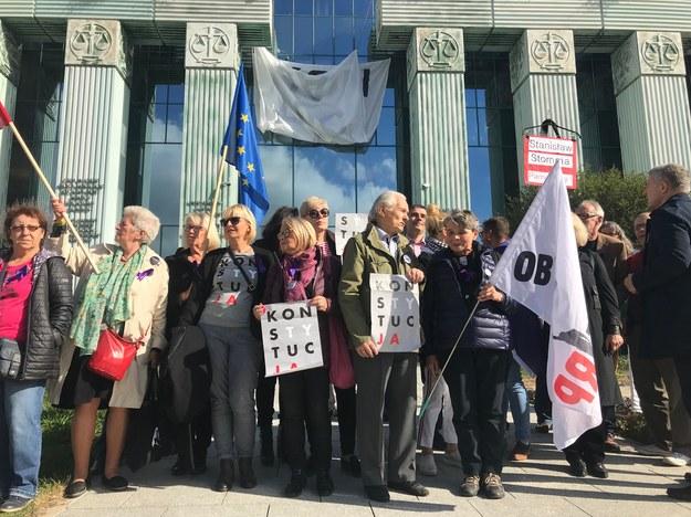 Obywatele RP przed budynkiem Sądu Najwyższego /Tomasz Skory  /RMF FM