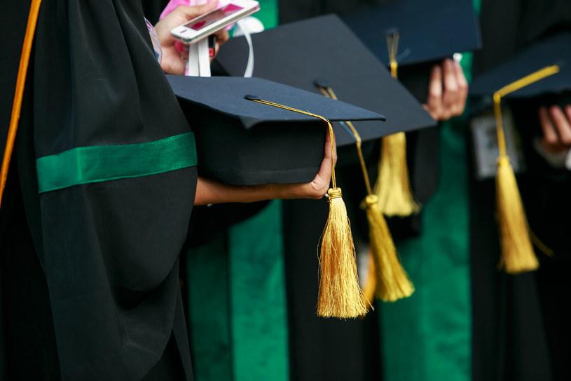 Oceniając wykładowców uczelnia musi brać pod uwagę opinie studentów /123RF/PICSEL