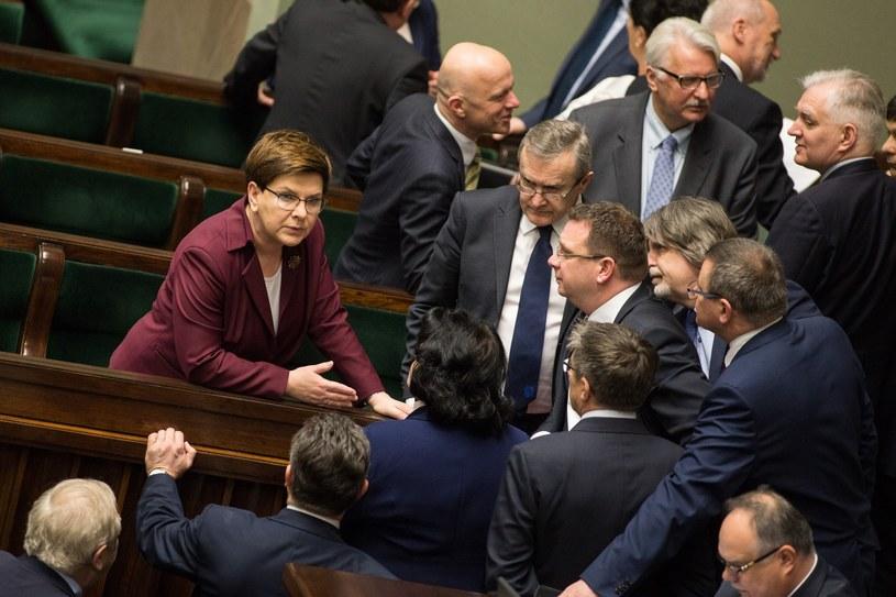 Oceny respondentów oznaczają, że aż 11 ministrów rządu Beaty Szydło ma liczbę wskazań negatywnych na poziomie zbliżonym do 50 procent /Maciej Łuczniewski /Reporter