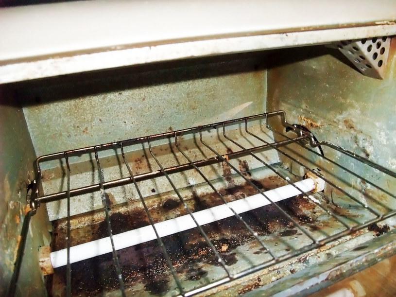 Ocet idealnie nadaje się do czyszczenia piekarnika /123RF/PICSEL
