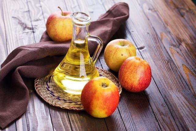 ocet jabłkowy łupież /© Photogenica