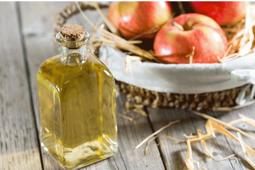 Ocet jabłkowy ma wiele zastosowań /123RF/PICSEL