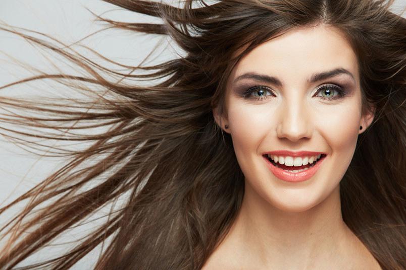Ocet jabłkowy na włosy efekty /© Photogenica