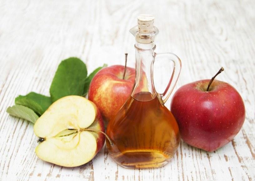 ocet jabłkowy na wzdecia /© Photogenica