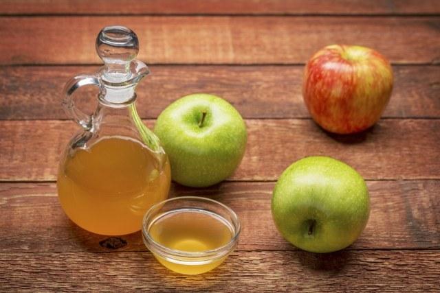 ocet jabłkowy oczyszczanie twarzy /© Photogenica