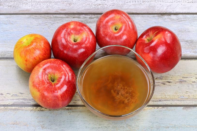 Ocet jabłkowy to prawdziwa witaminowa bomba! /123RF/PICSEL
