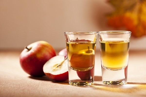 ocet jabłkowy uderzenia gorąca /© Photogenica