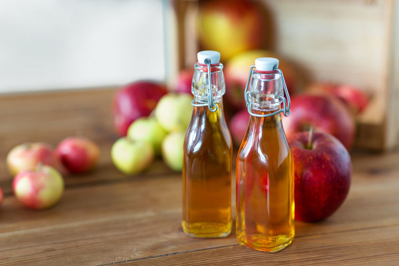 Ocet jabłkowy warto mieć na podorędziu nie tylko w kuchni, lecz także w domowym spa /123RF/PICSEL