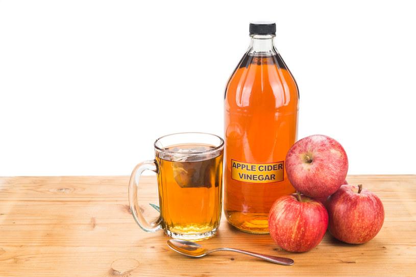 Ocet można dodać do wielu potraw, a nawet pić codziennie rozcieńczony wodą /123RF/PICSEL