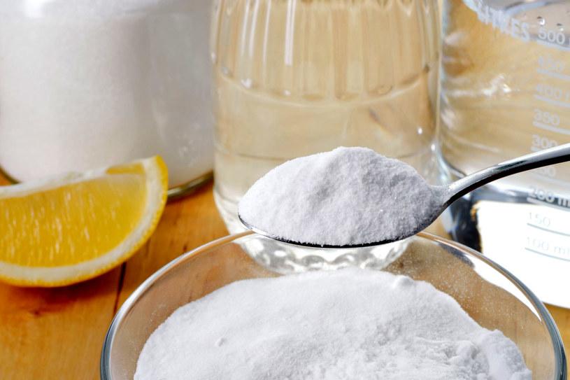 Ocet, soda i cytryna to twoi sprzymierzeńcy w walce z brudem /123RF/PICSEL