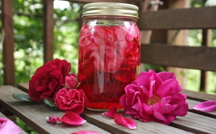 Ocet z płatków róży /© Photogenica