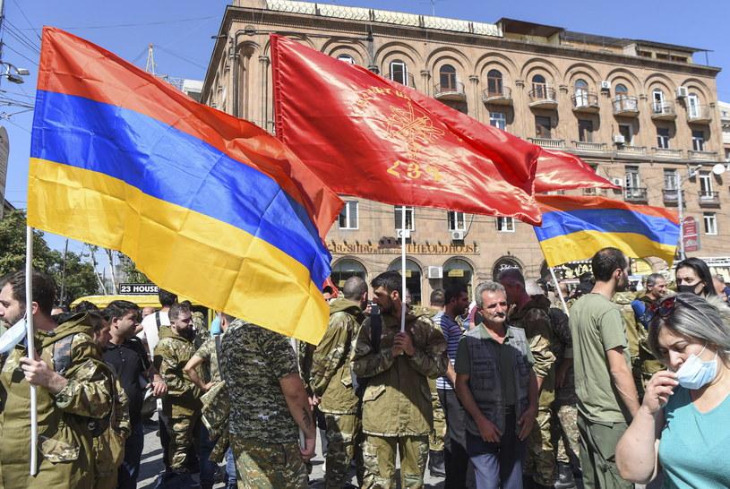 Ochotnicy zgłaszający się w związku z ogłoszoną w Armenii mobilizacją /MELIK BAGHDASARYAN  /PAP/EPA