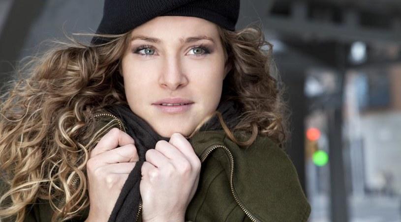 ochrona włosów przed pogodą /© Photogenica