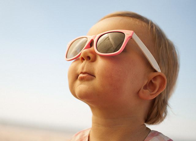 Ochronne okulary przeciwsłoneczne /© Photogenica