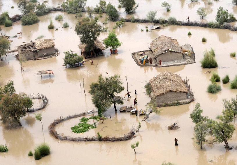 Ocieplenie klimatu powoduje powstawanie ekstremalnych zjawisk pogodowych, m. in. powodzi i susz /AFP