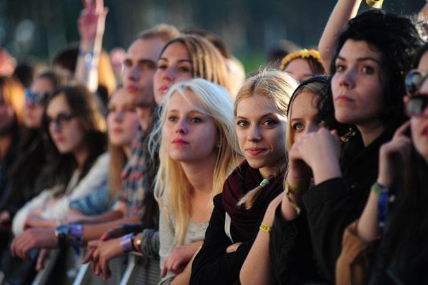 Oczekiwanie na kolejny koncert na scenie głównej... (fot. Paweł Skraba) /Reporter