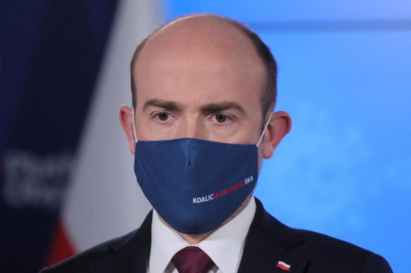 Oczekujemy tego, by odmrozić, w reżimie sanitarnym, podstawowe branże - powiedział Borys Budka /Paweł Supernak /PAP