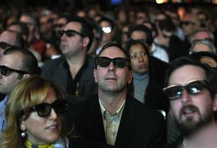 """Oczy branży rozrywkowej są zwrócone na 3D - czy warto jeszcze kupować """"normalny"""" telewizor LCD? Tak! /AFP"""