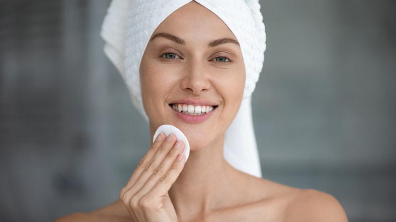Oczyszczanie i nawilżanie skóry to podstawa zachowania młodego wyglądu /123RF/PICSEL