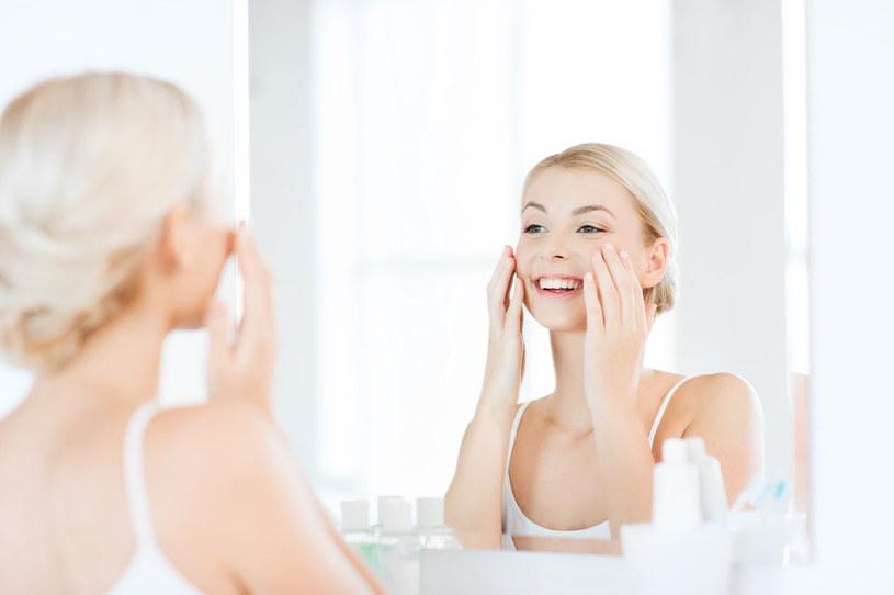 Oczyszczanie twarzy olejami nie narusza bariery hydrolipidowej naskórka /123RF/PICSEL