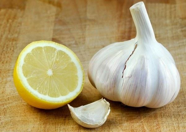 oczyszczanie żył cytryna czosnek /© Photogenica