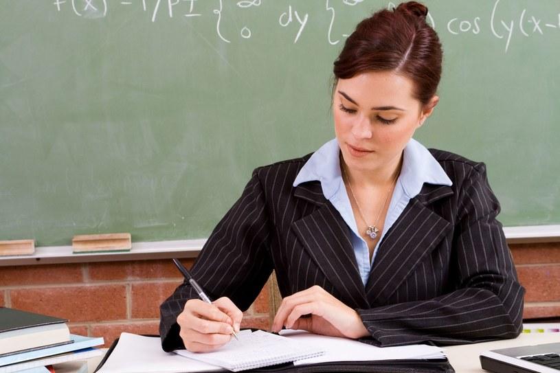 Od 1 kwietnia płace zasadnicze nauczycieli wzrosły w zależności od stopnia awansu zawodowego od 123 do 168 zł brutto /123RF/PICSEL