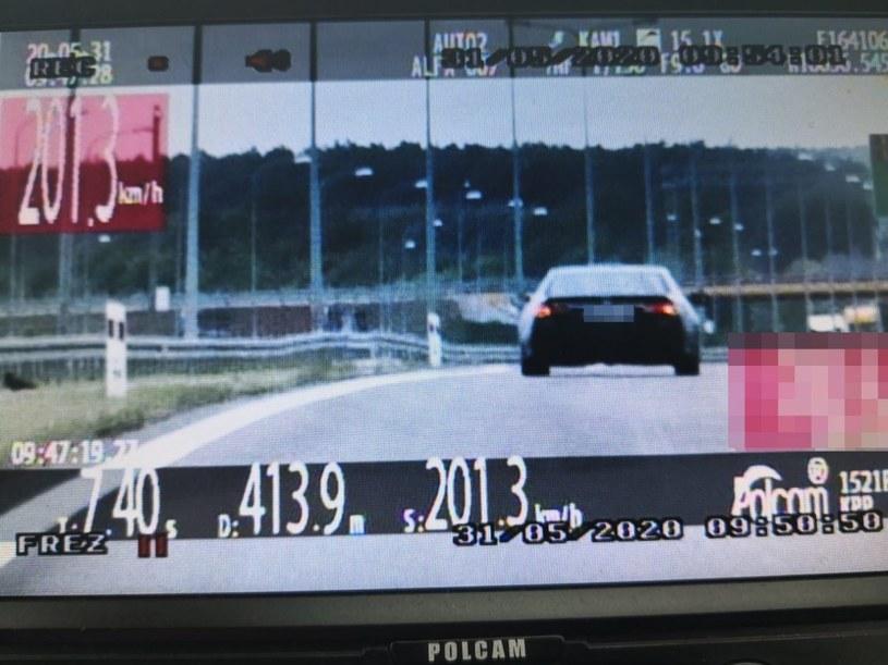 Od 1 lipca prawo jazdy będzie się traciło również na drogach ekspresowych i autostradach /Policja