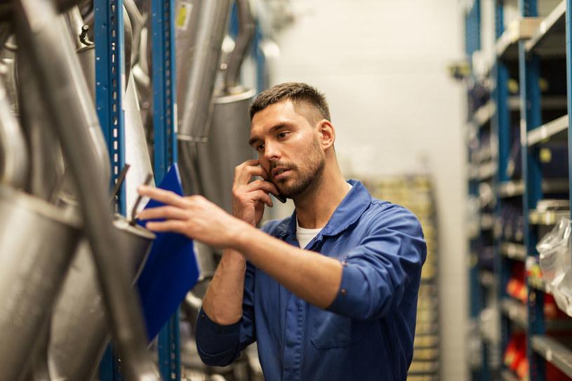 Od 1 marca, producenci i importerzy sprzętu mają obowiązek udostępniania akcesoriów i komponentów /123RF/PICSEL